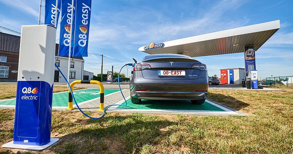 Q8 centre désormais aussi son attention sur la conduite électrique